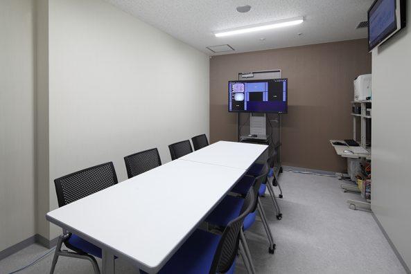 カンファレンス兼モニタリング室